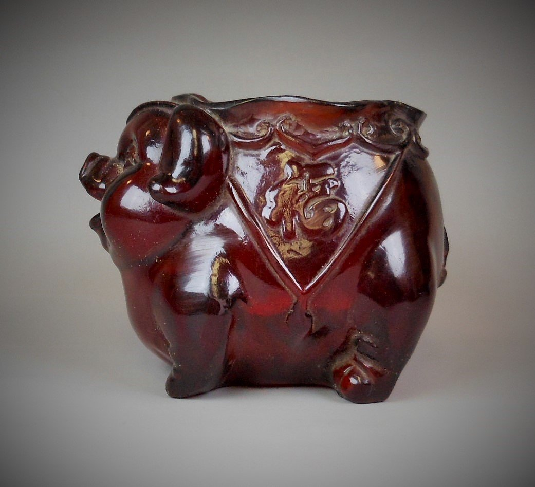 A Chinese carved amber brush pot - 2