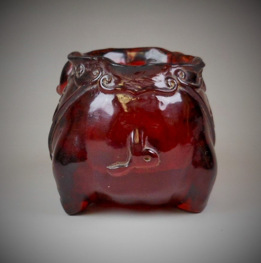 A Chinese carved amber brush pot - 4