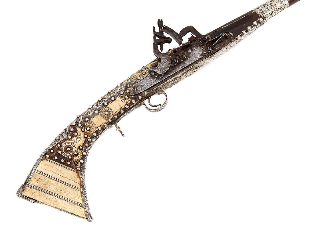 19TH C. MOROCCAN SNAPHAUNCE RIFLE IN SILVER MOUNTS - 4