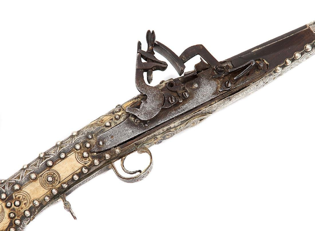 19TH C. MOROCCAN SNAPHAUNCE RIFLE IN SILVER MOUNTS - 6