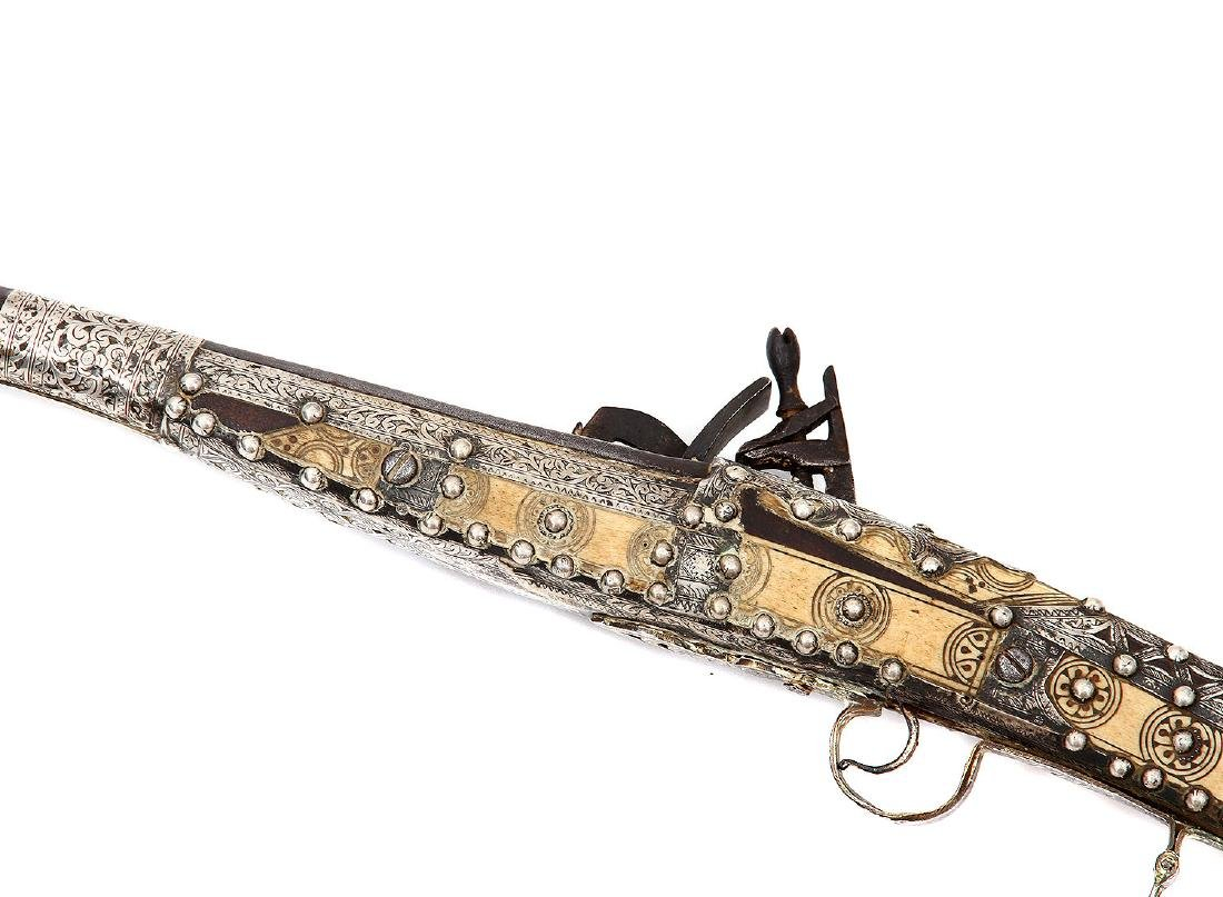 19TH C. MOROCCAN SNAPHAUNCE RIFLE IN SILVER MOUNTS - 8