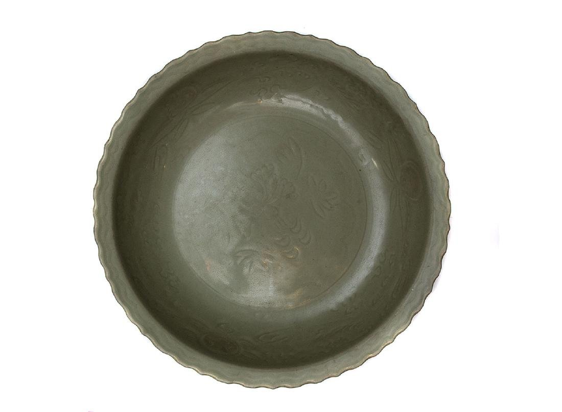 LARGE CELADON GREEN PLATE, CHINA, 18TH C.