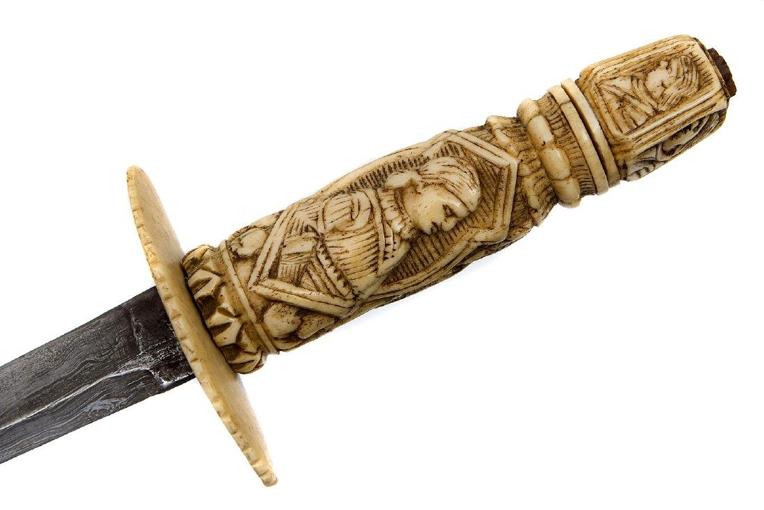 A CONTINENTAL CARVED BONE DAGGER, 19TH CENTURY - 6