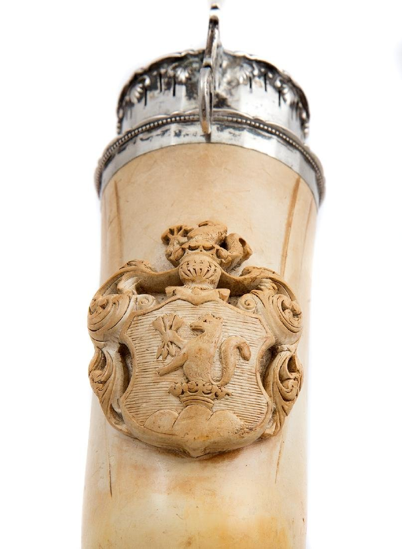 MEERSCHAUM PIPE WITH FAMILY CREST AND CROWN, CA. 1810 - 3