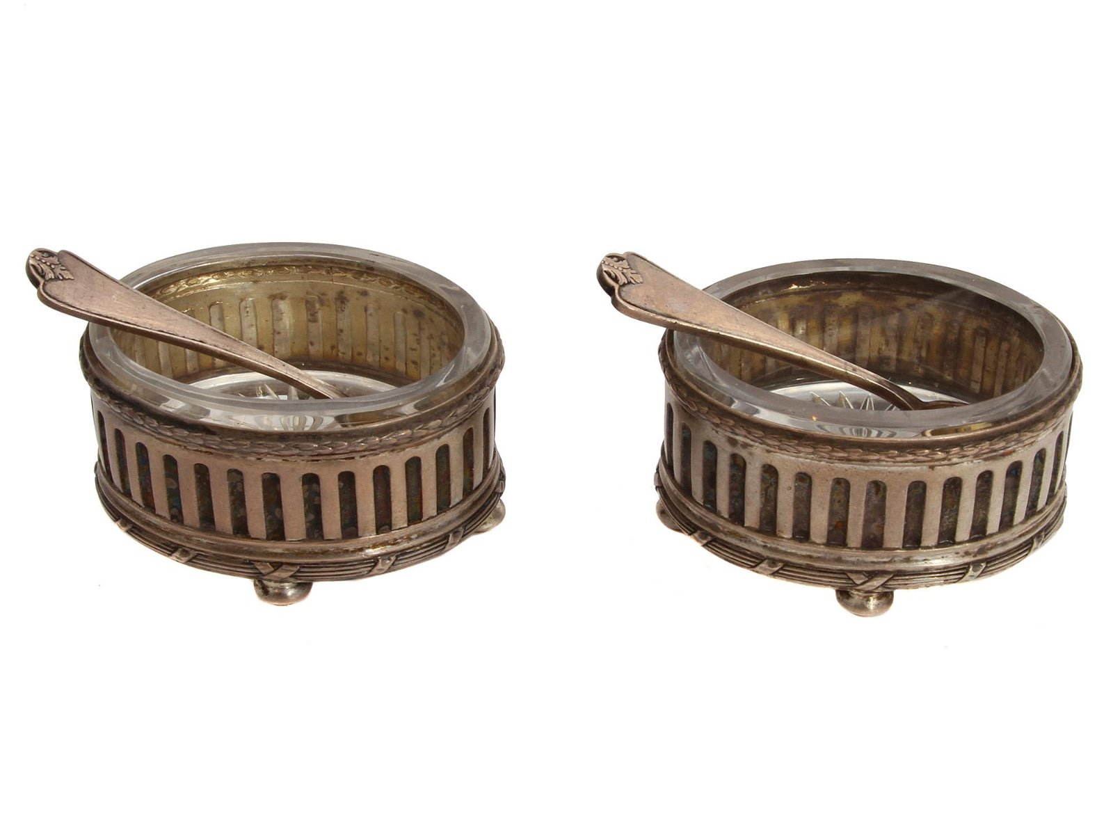 A SET OF TWO RUSSIAN OVAL K. FABERGE SALT CELLARS
