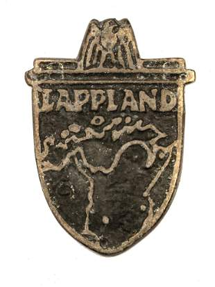 A GERMAN WW2 LAPLAND CAMPAIGN SLEEVE SHIELD