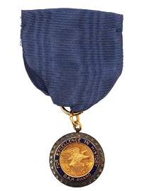 A DAUGHTERS AMERICAN REVOLUTION AWARD GOLD MEDAL