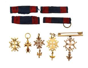 A SET OF FIVE ANTIQUE 14K GOLD PINS W. RIBBONS
