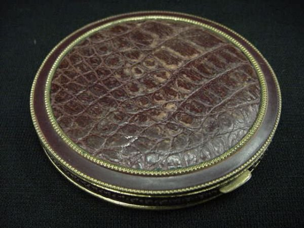 389: VINTAGE ROUND COMPACT WITH MIRROR