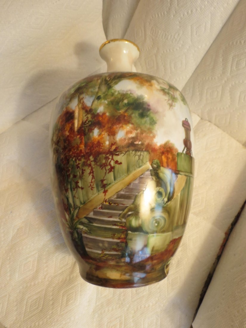 Impressive bulbous vase with handpainted garden scene - 3