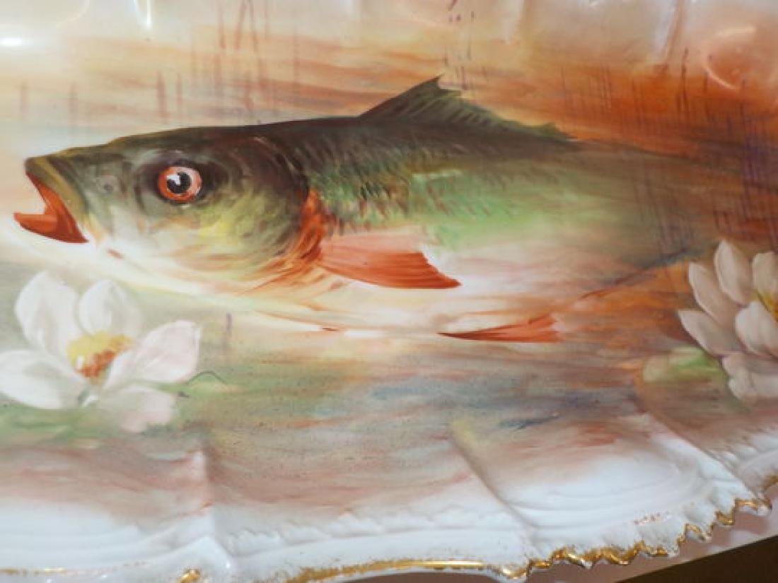17 pc. Fish Service Set: a single fish decorates each