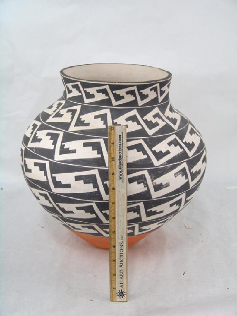 Acoma Pottery Jar - 4