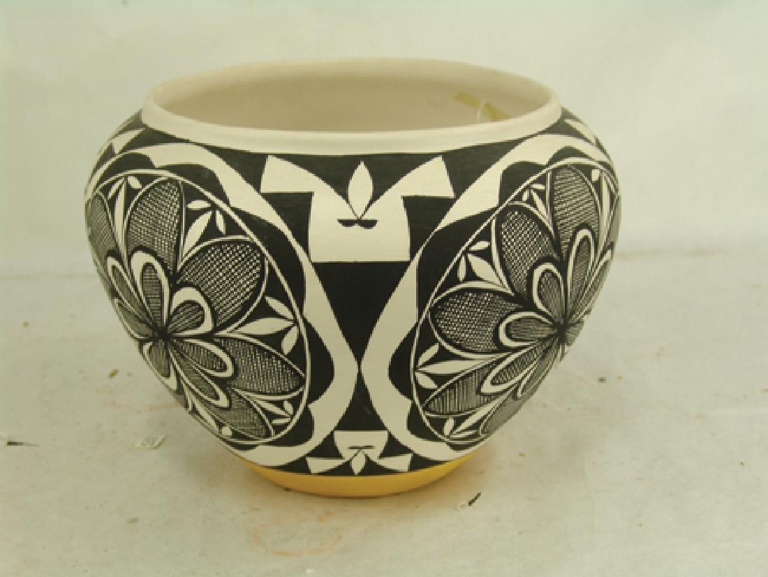 Acoma Pottery Jar - MMT - 2