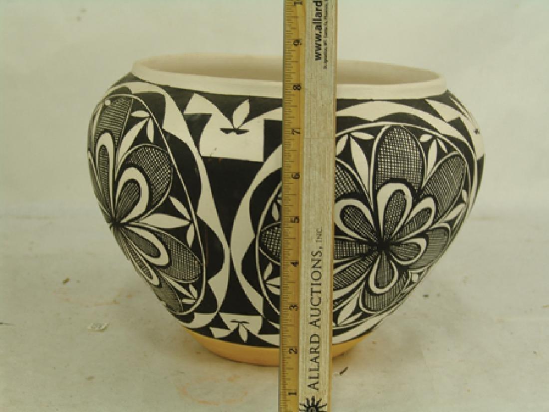 Acoma Pottery Jar - MMT - 4