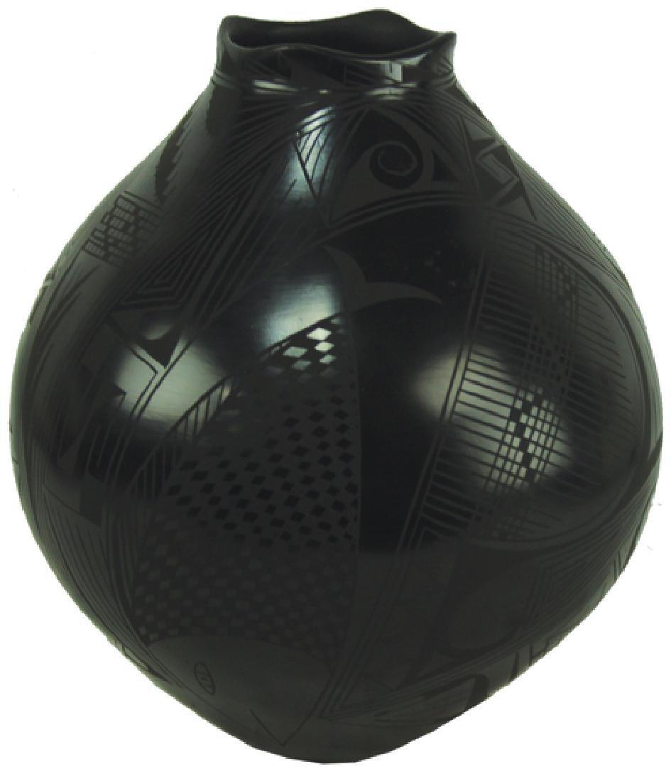 Mata Ortiz Pottery Jar - Yolanda L. Quezada