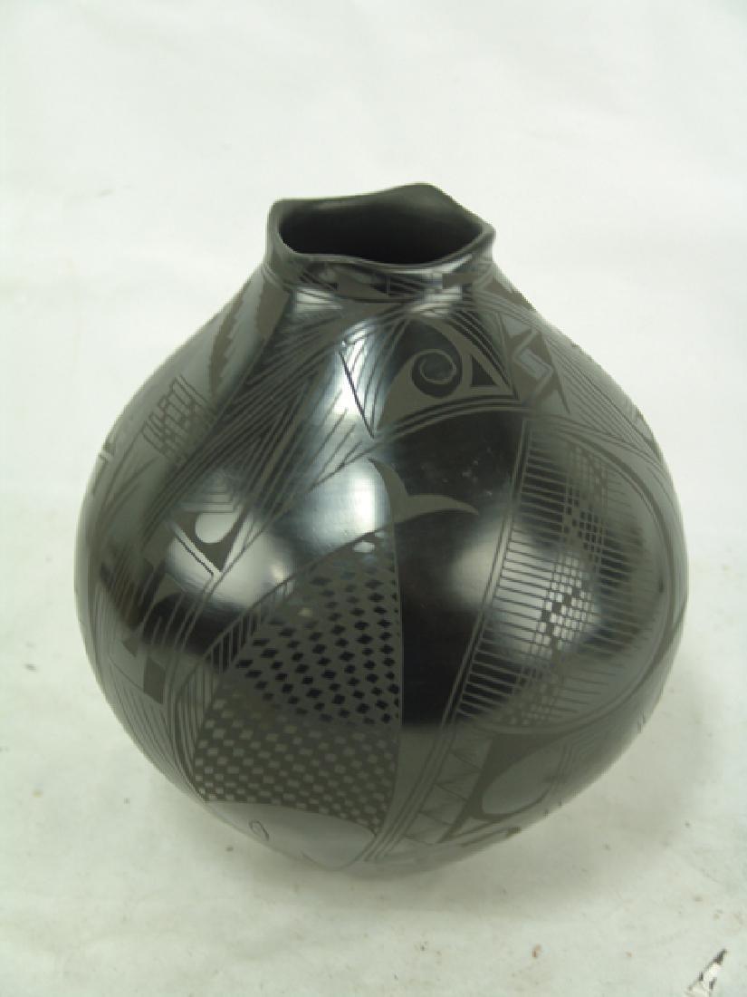Mata Ortiz Pottery Jar - Yolanda L. Quezada - 2
