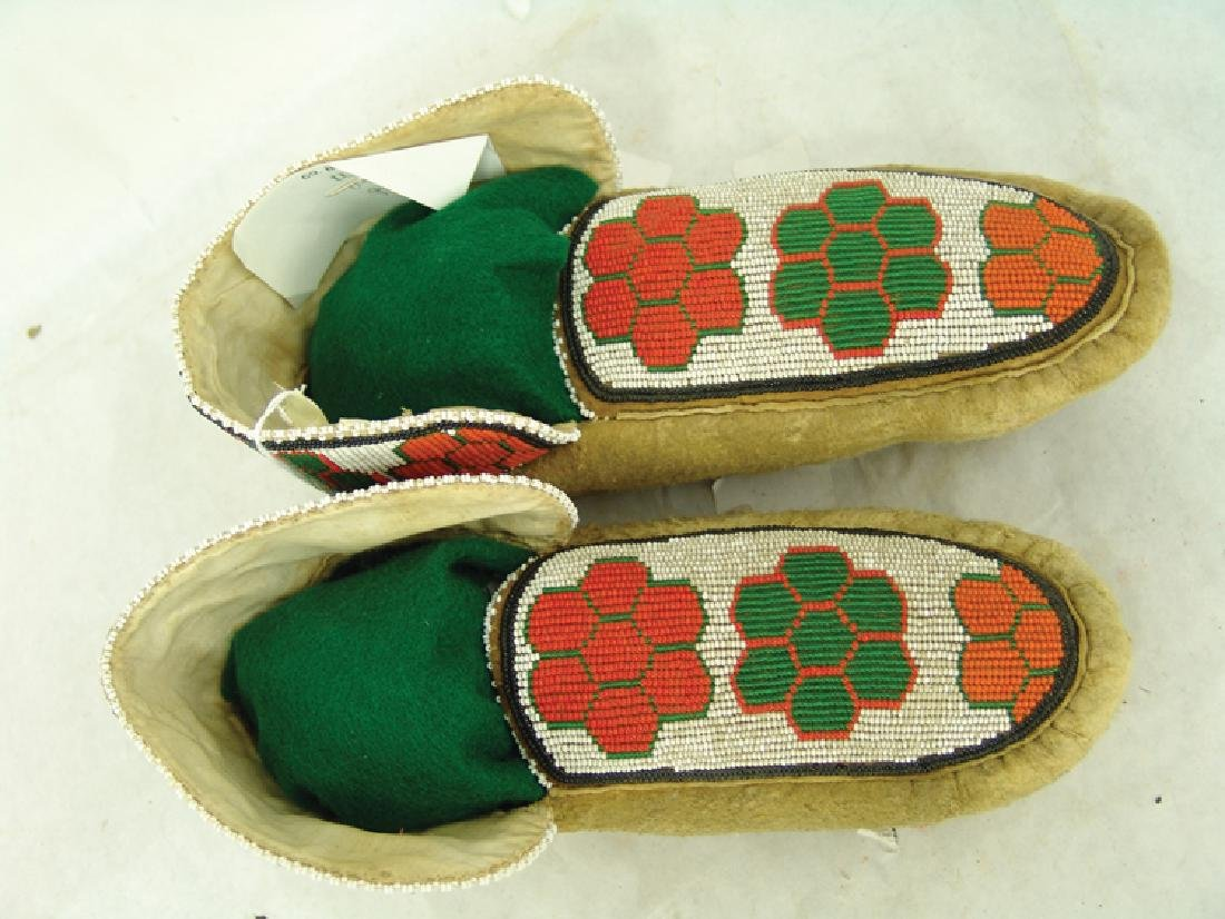 Cree Beaded Moccasins - 3