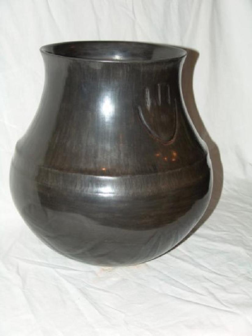 Huge Santa Clara Jar - Virginia Garcia (b. 1963) - 7
