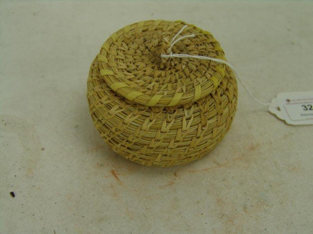 158: Lidded Basket - Mildred Pablo