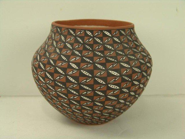 418: Acoma Pot - L. Antonio