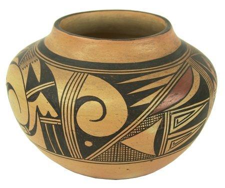 Hopi Pottery Jar - Garnet Pavatea