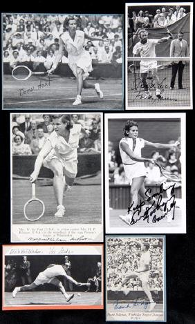 19 signed photographs/postcards of tennis players,