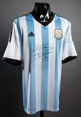 A Diego Maradona signed Argentina replica jersey,