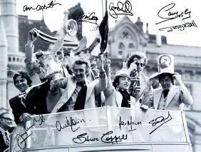 Autographed Manchester United memorabilia, including 75