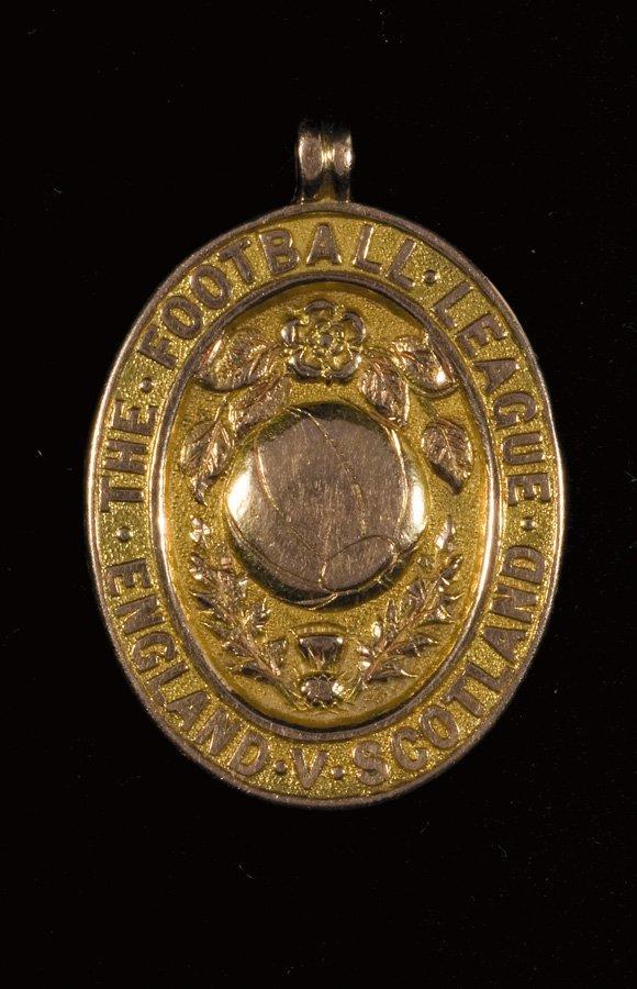 15: A 15ct. gold Football League representative medal 1