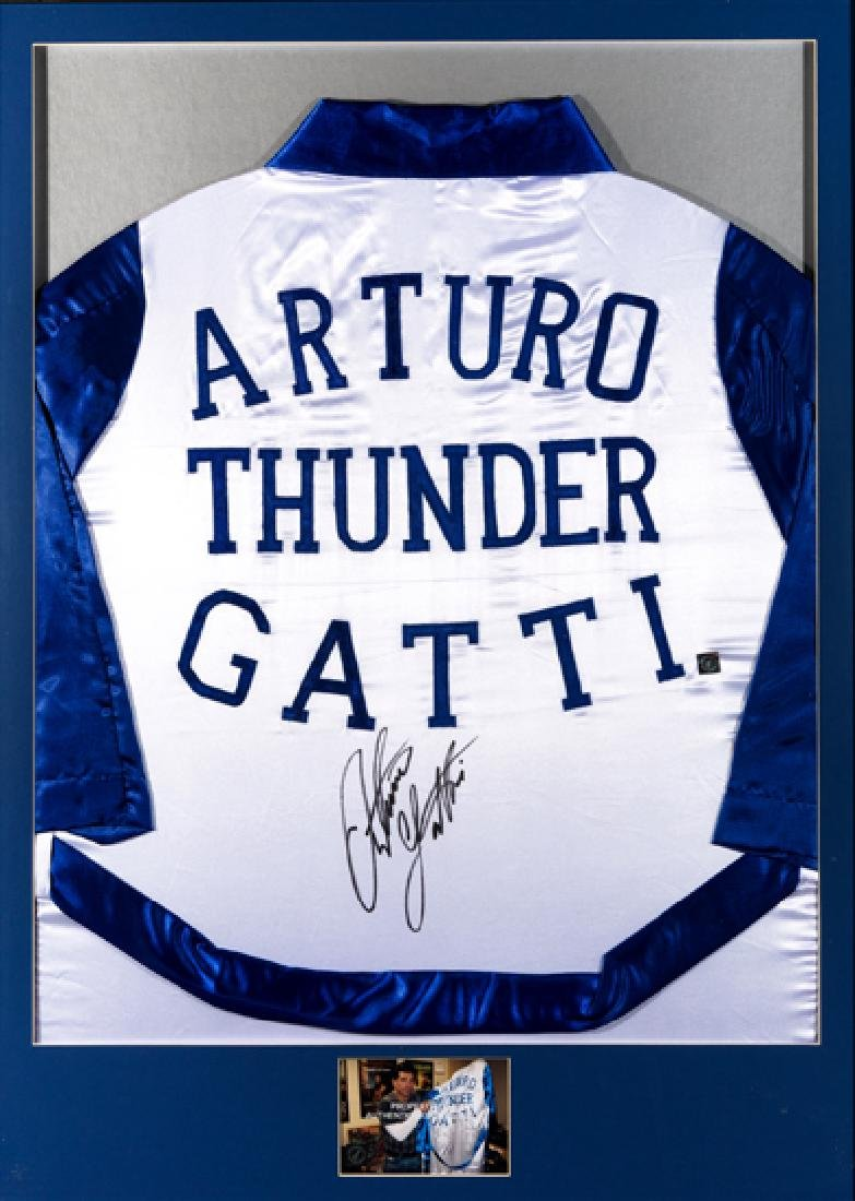 Arturo ''Thunder'' Gatti signed boxing robe, in white