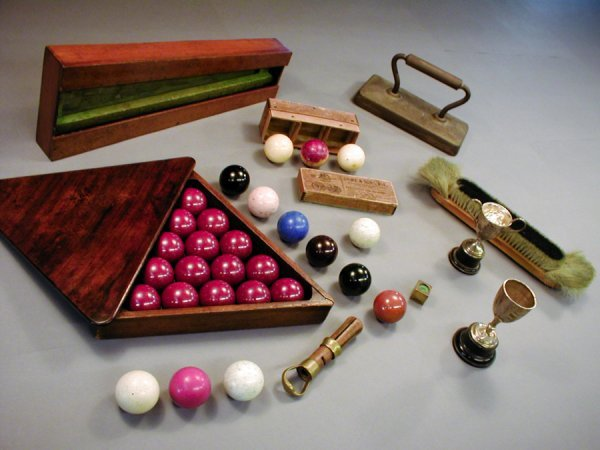6: Vintage billiards and snooker equipment & accessorie