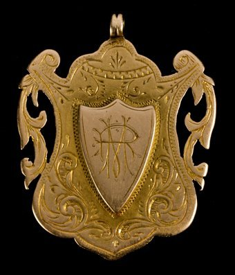 673: Everton FC: a 15ct. gold medal presented to the Cl