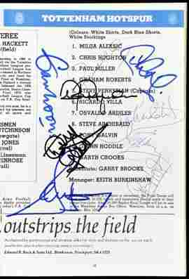 1070: A 1981 F.A. Cup final programme signed by 9 Totte