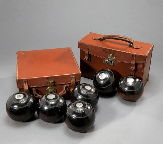 16: Sir Gordon Richards's bowling woods, a Size 3 set o