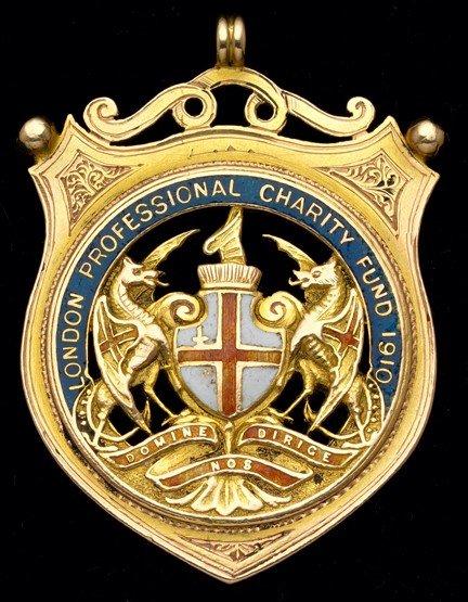 471: A 15ct. gold & enamel London Football Association