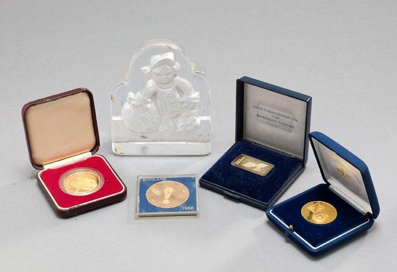 565: Dr Crane's collection of commemorative medals & pr