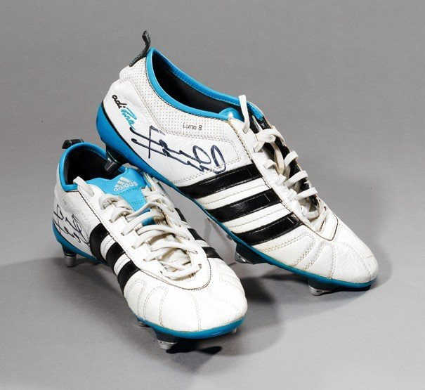 679: A pair of signed Frank Lampard training boots, whi
