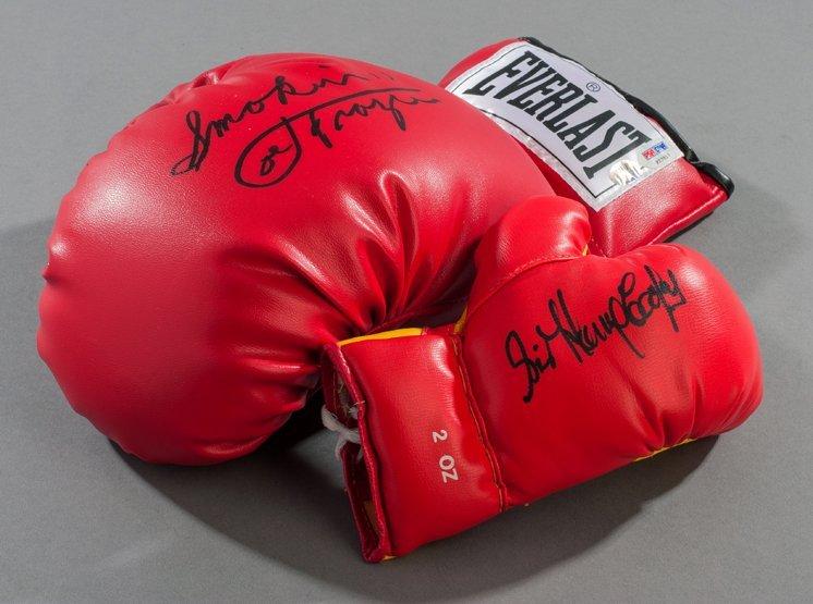 257: Signed boxing memorabilia, comprising: a Joe Frazi