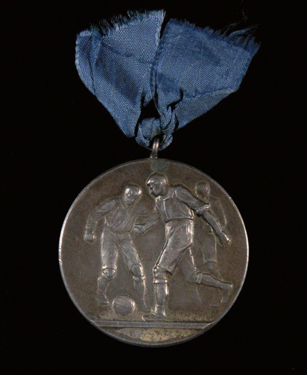 420: A silver Chile v Argentina international medal 191