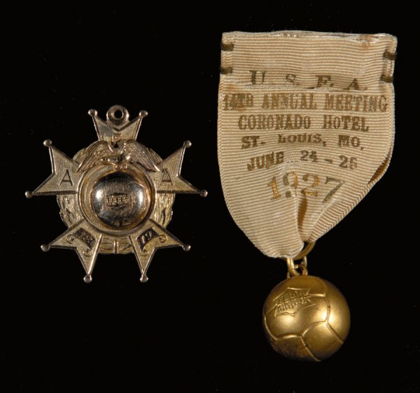 421: A gold American Cup winner's medal 1918-19, design