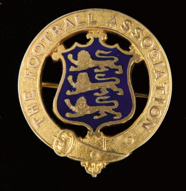 423: A 9ct. gold & enamel medal presented by the Footba