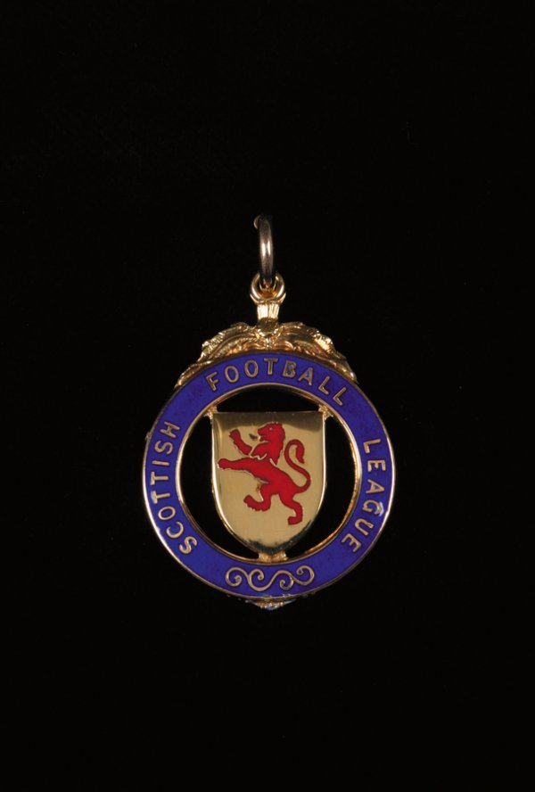 432: A 9ct. gold and enamel Scottish Football League Cu