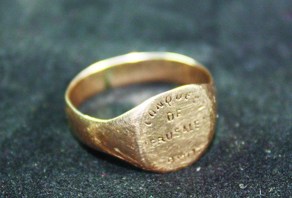 9 Karat Gold Ring - Stamped - Bearing and English