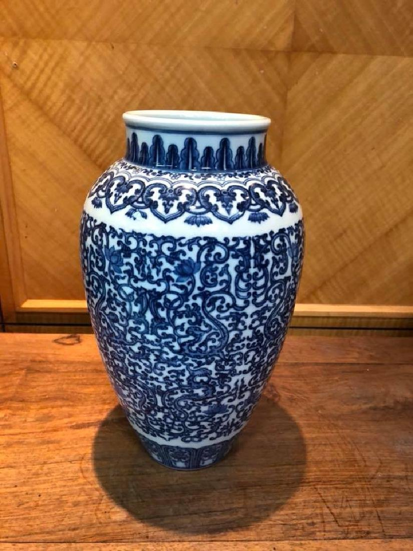 Emperor Qian Long Qianlong green vase in Qing Dynasty