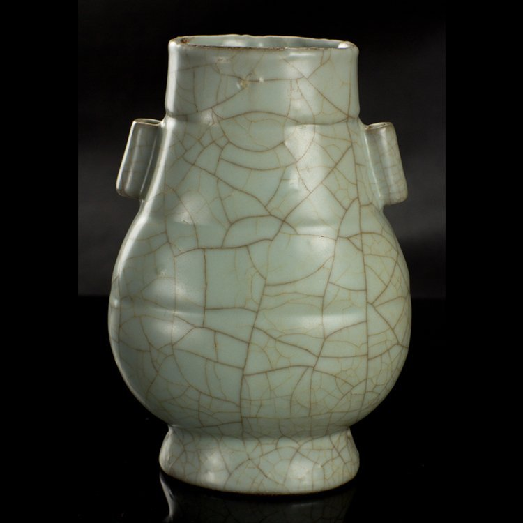 The Song Dynasty Guan ears bottles
