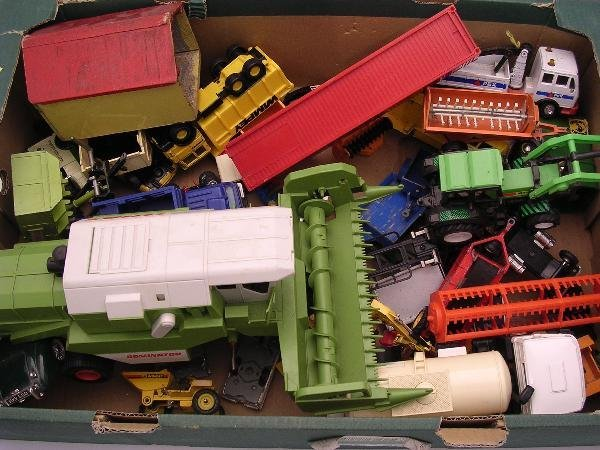 2006: BOX - BRITAINS AND OTHER PLASTIC OR LATER DIECAST