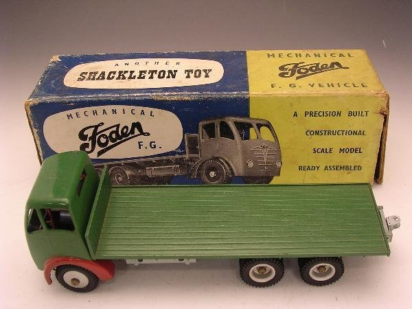 2008: SHACKLETON FODEN FLAT BED LORRY, GREEN AND RED,