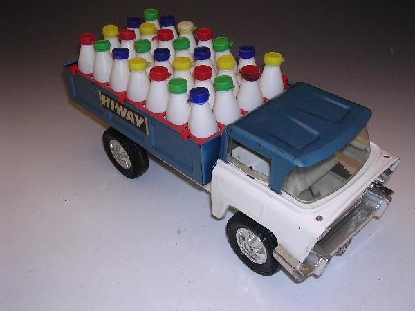 2018: TRIANG HI-WAY MILK DELIVERY TRUCK