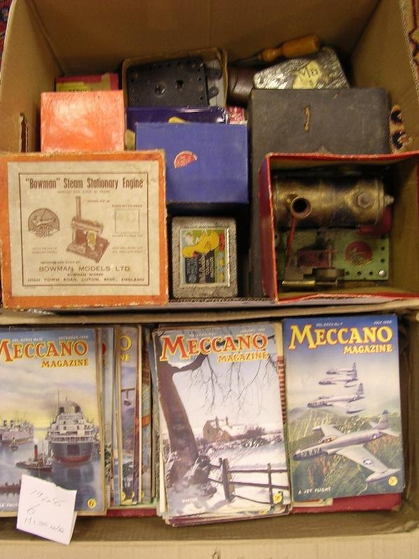 2199: MECCANO, VARIOUS LOOSE RED AND GREEN SECTIONS AND