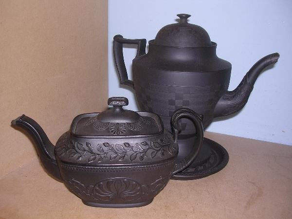 5: BASALT COFFEE AND TEA POTS WITH A STAND